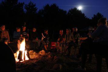 Lagerfeuer am Abschlussabend in der Ranch im Tal (Rancho w Dolinie). by: Stefan Laurer