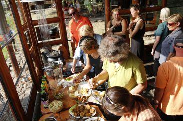 Am Fischbuffett im Restaurant Ryby Lubie. by: Stefan Laurer