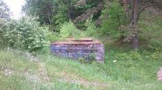 Reste von Fundamenten der Autobahn bei Cieszyno